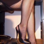 visoke štikle i udobne jebozovne čarape